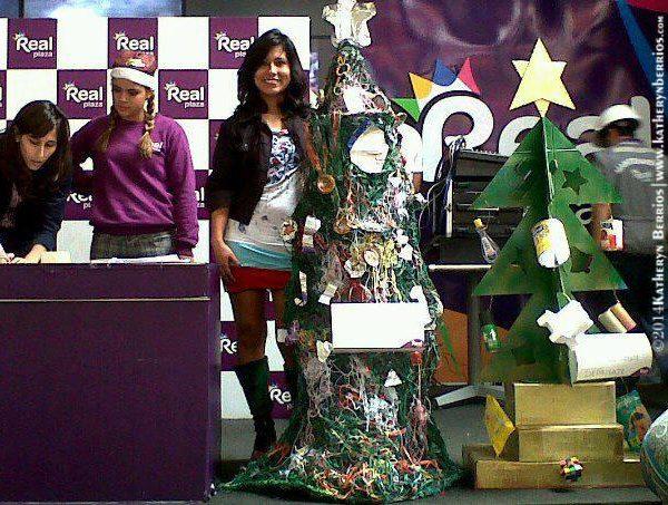 Árbol Navideño Reciclado. Concurso Real Plaza- Lima-Perú 2013