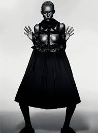 5 Diseñadores de moda Revolucionarios. Rei-kawakubo
