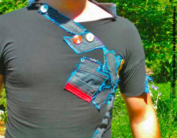 T-shirt Escalera: Retazos en trazos , en escalera subrrealista, acriléx sobre tela , pintado a mano , detalles en botones